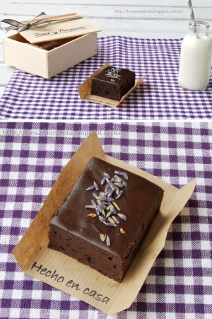 Brownie de chocolate y lavanda