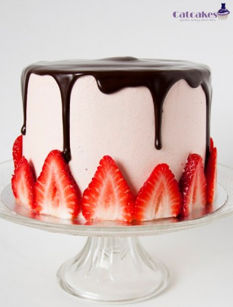 Tarta de chocolate y buttercream de fresas