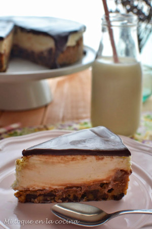 Choco chip cookie cheesecake