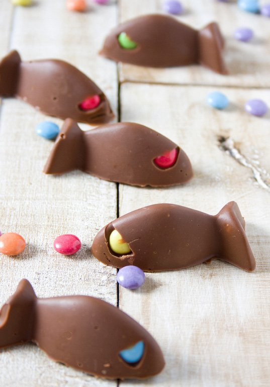 Peces de chocolates con smarties
