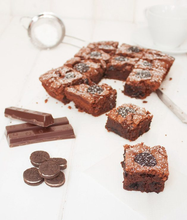 Brownie de chocolate y galletas Oreo